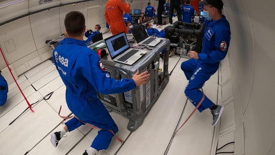 During the parabolic flight of the esa programme FYT, zero gravity prevails for 20 seconds [pictures AIMIS-FYT]